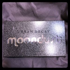 Urban Decay eye shadow pallet